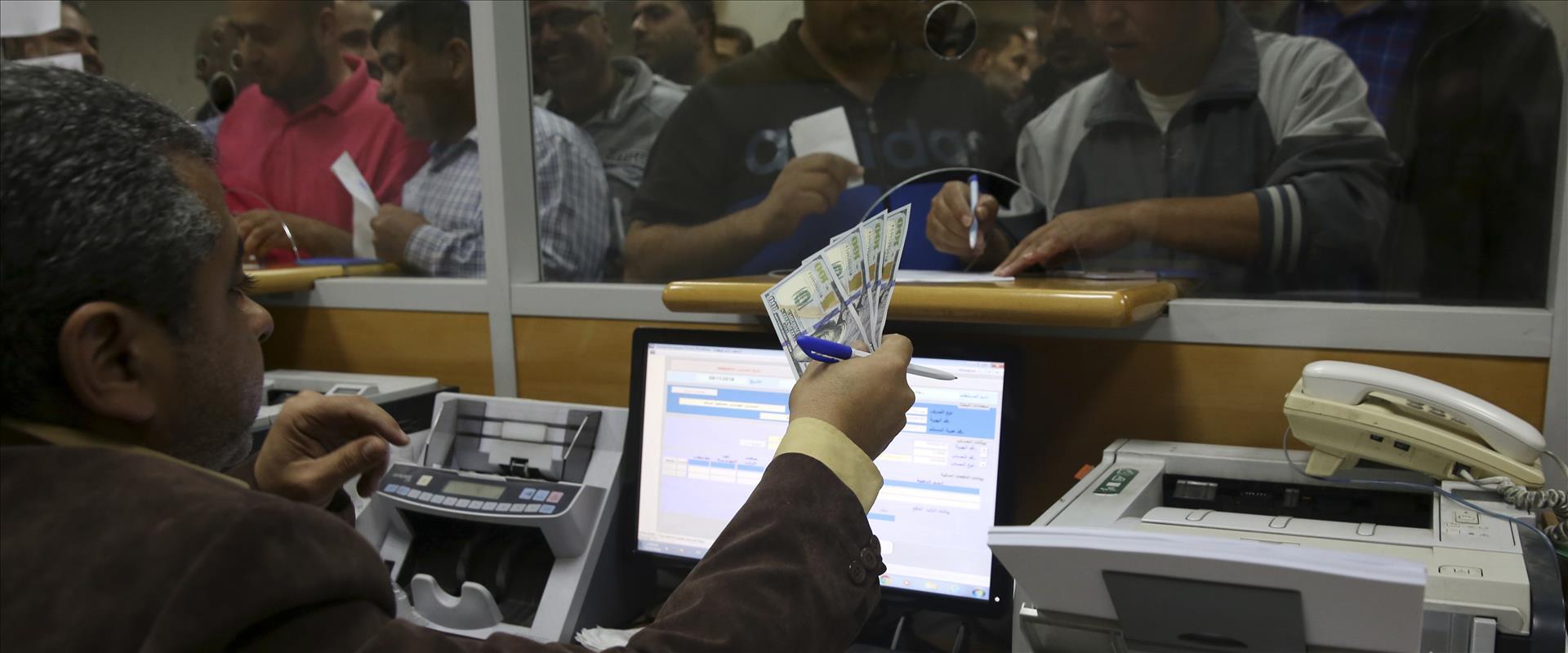 חלוקת הכסף הקטרי בעזה