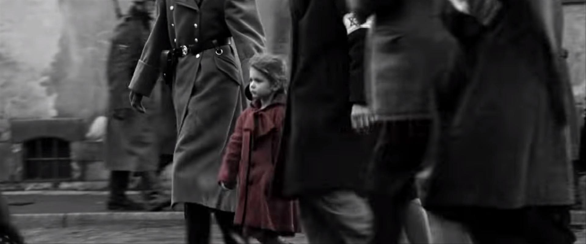 """ילדה עם מעיל אדום מתוך """"רשימת שינדלר"""""""