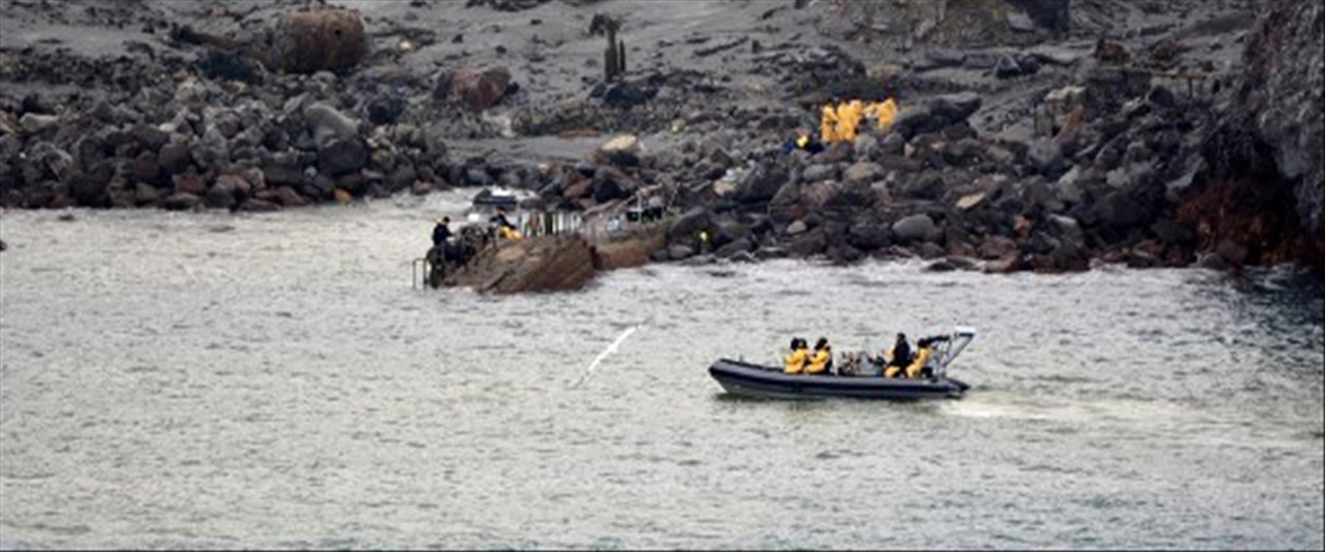 צבא ניו זילנד בפעילוץ חילוץ הגופות מהאי, הלילה