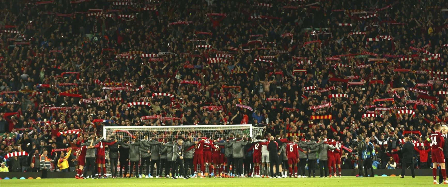 שחקני ליברפול לאחר הניצחון על ברצלונה בליגת האלופו