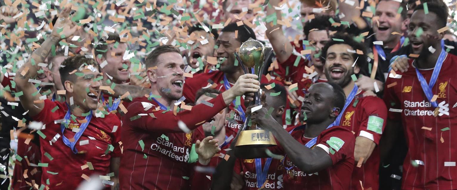 שחקני ליוורפול חוגגים את הזכייה בגביע העולם