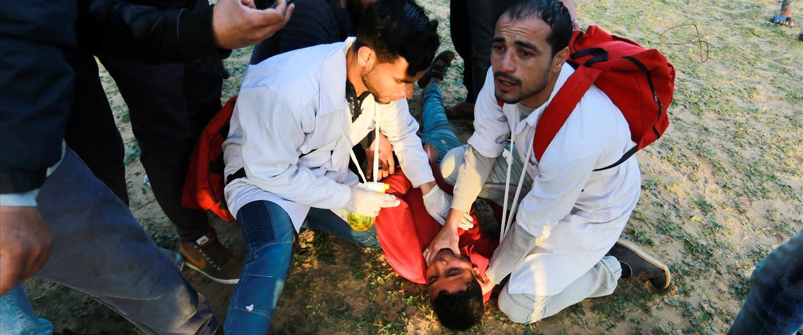 טיפול בפצוע בעימותים בגבול עזה