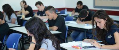 תלמידים בחינות בגרות בכיתה