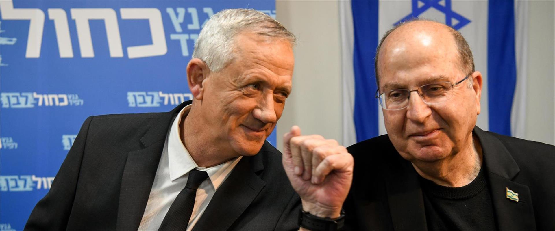 משה יעלון ובני גנץ במסיבת עיתונאים של כחול לבן, אפ
