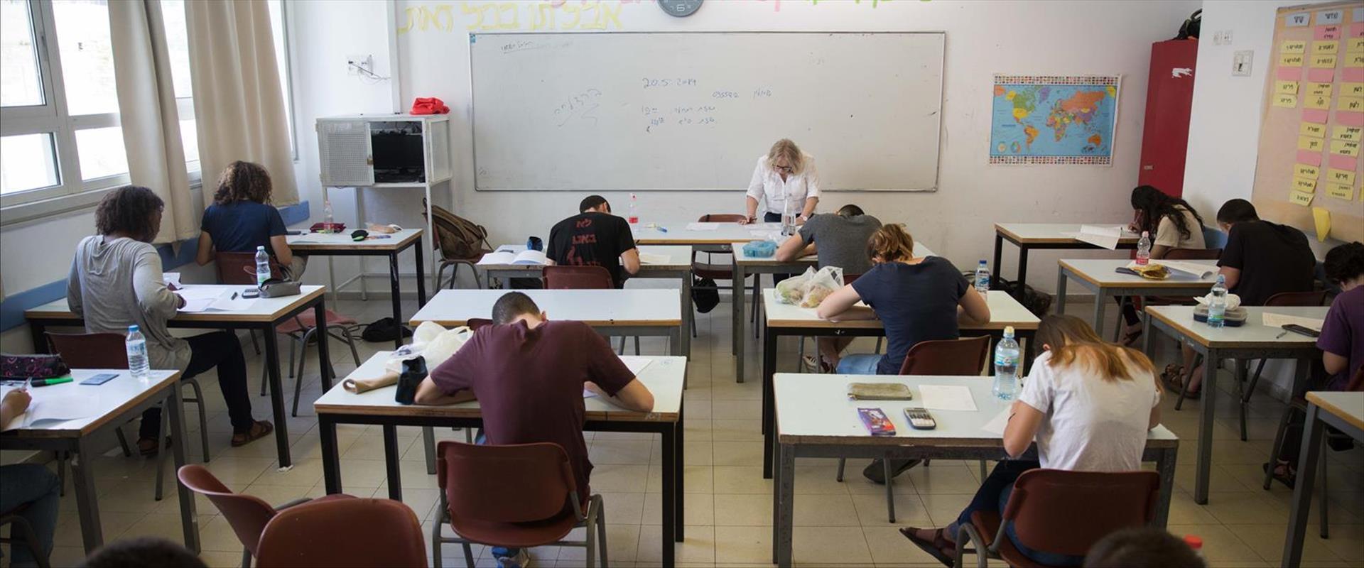 תלמידים נבחנים