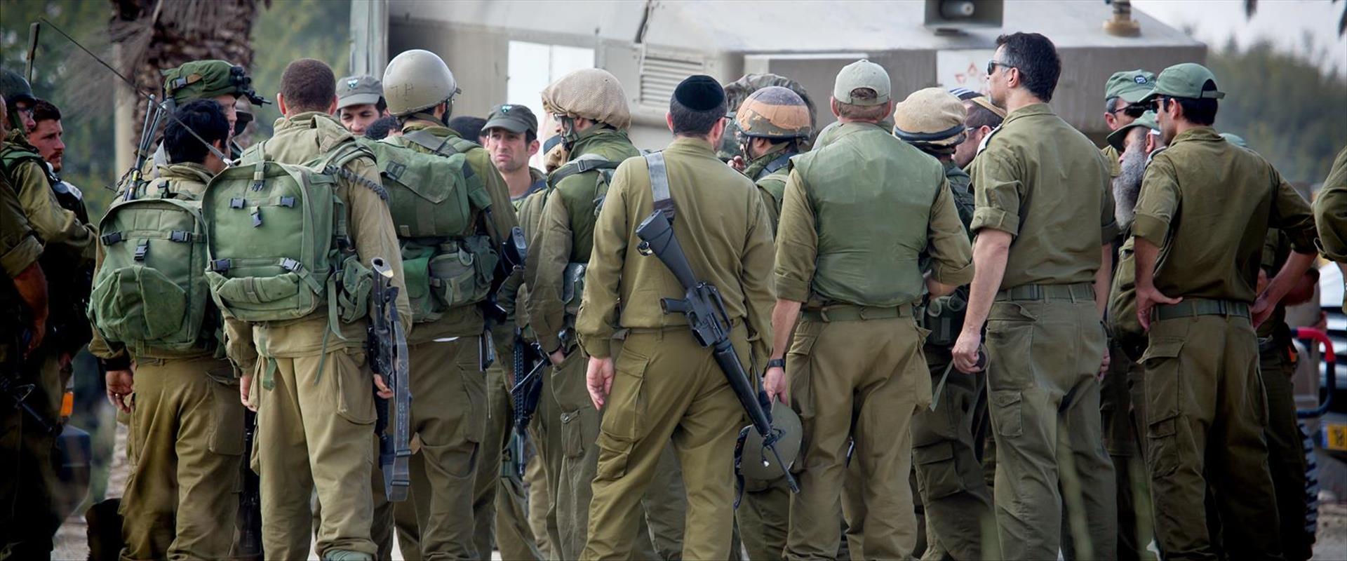 """פלסטינים בעזה בעימות עם כוחות צה""""ל, בסוף השבוע"""