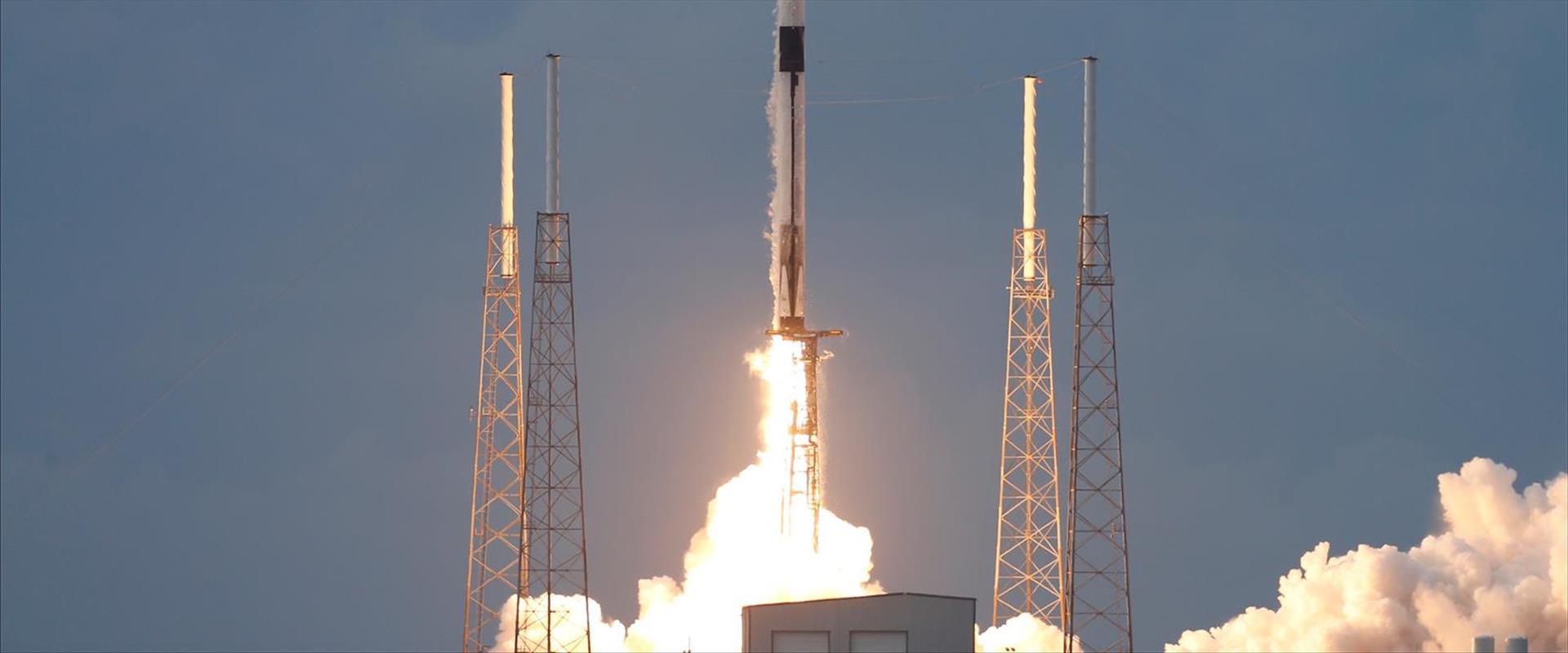 שיגור הלוויין עמוס 17 לחלל מקייפ קנברל, פלורידה