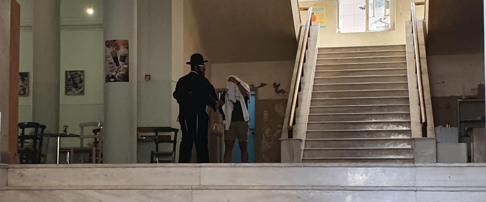 תמונה ראשונה של החשודים בבית המשפט בהרקליון
