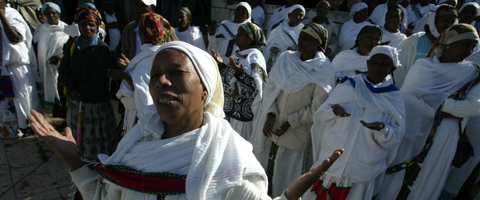 """נשים מקהילת """"ביתא ישראל"""" בתפילה"""