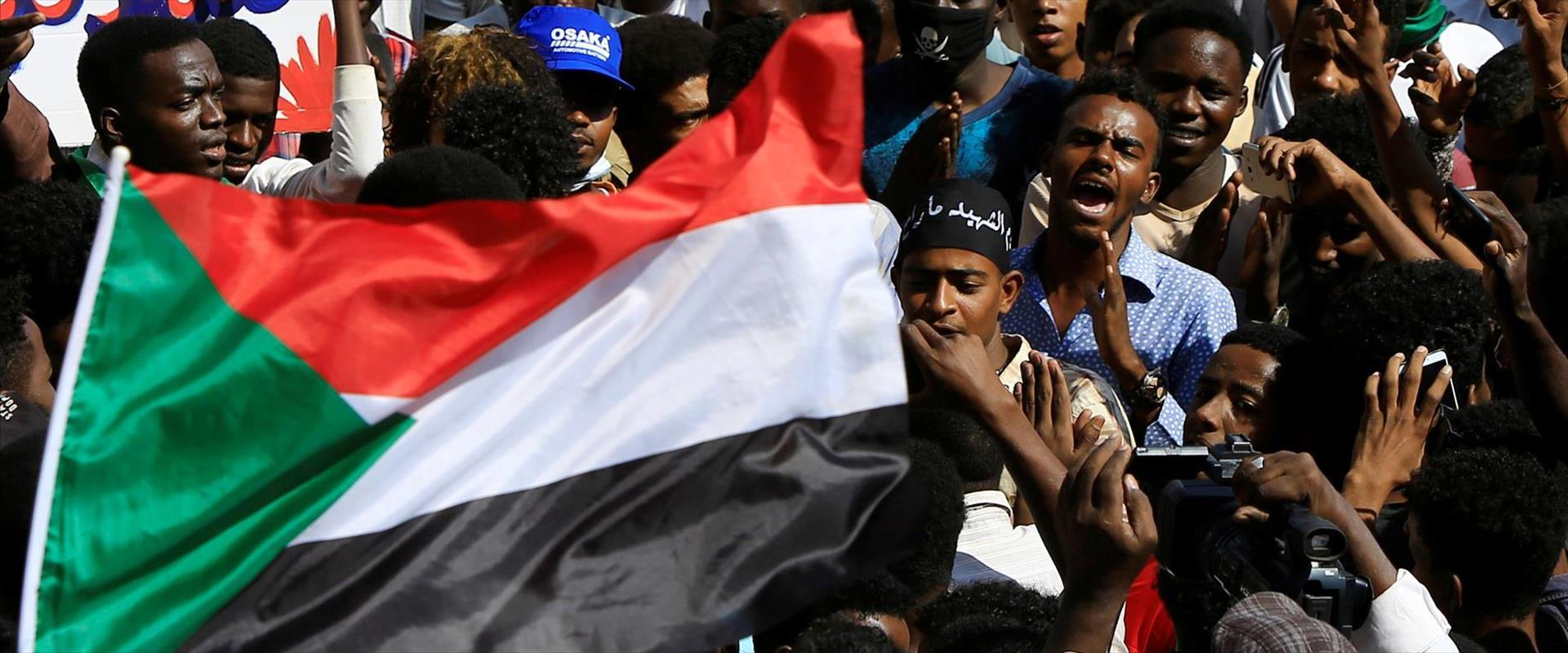 מפגינים בסודאן מוחים על המצב הכלכלי במדינה
