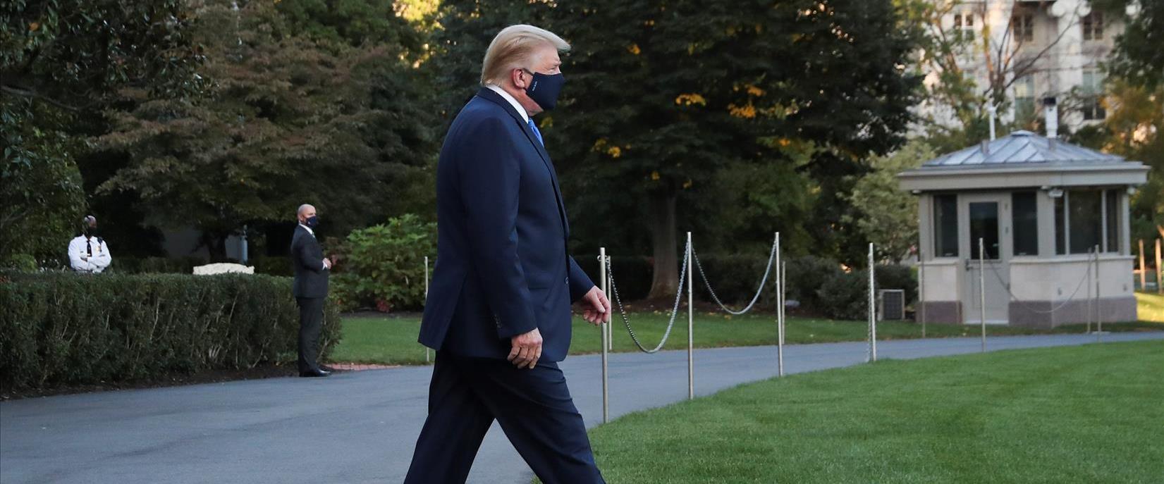 טראמפ עולה למסוק בדרך לבית החולים