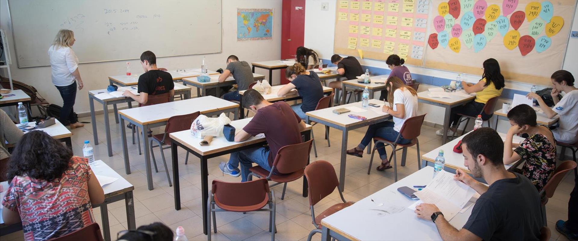 תלמידים במבחן