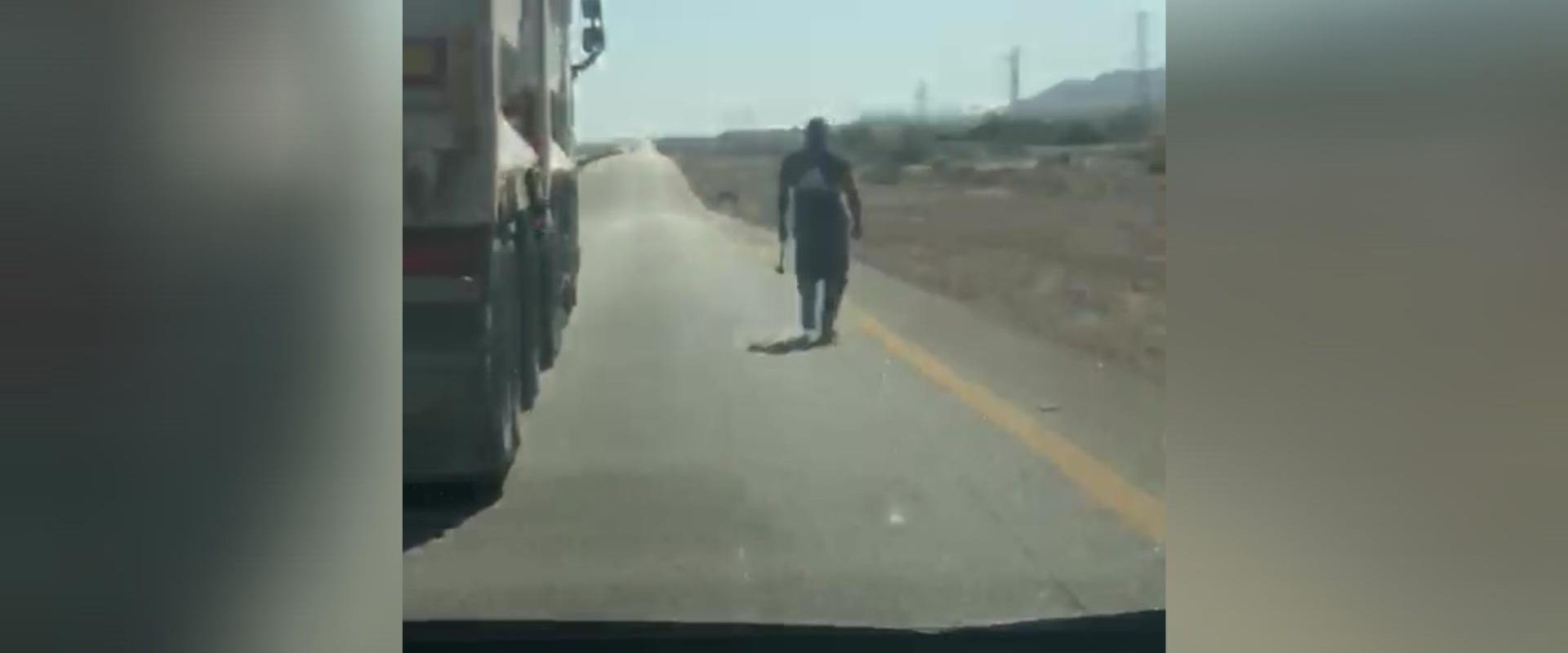 נהג משאית תוקף