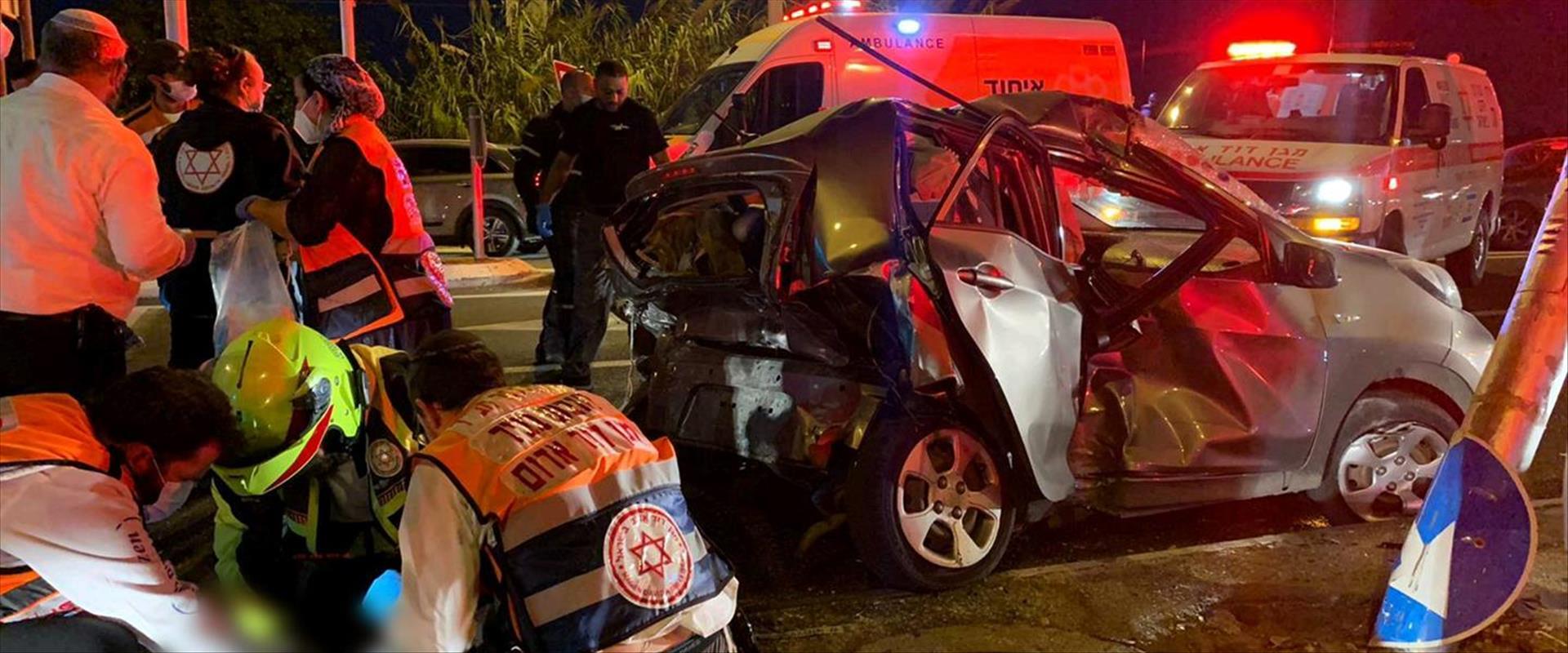 זירת התאונה בכביש 412, הערב
