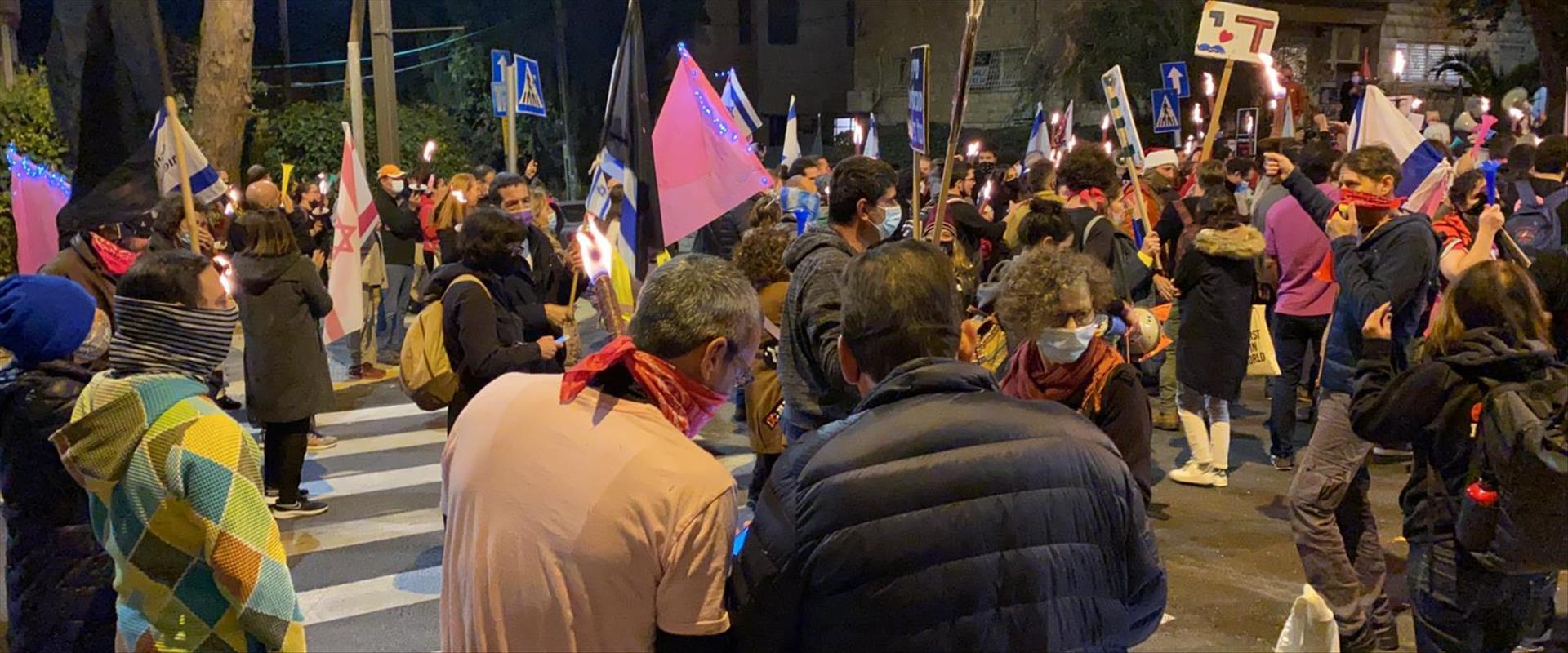 """מפגינים נגד רה""""מ בבלפור"""
