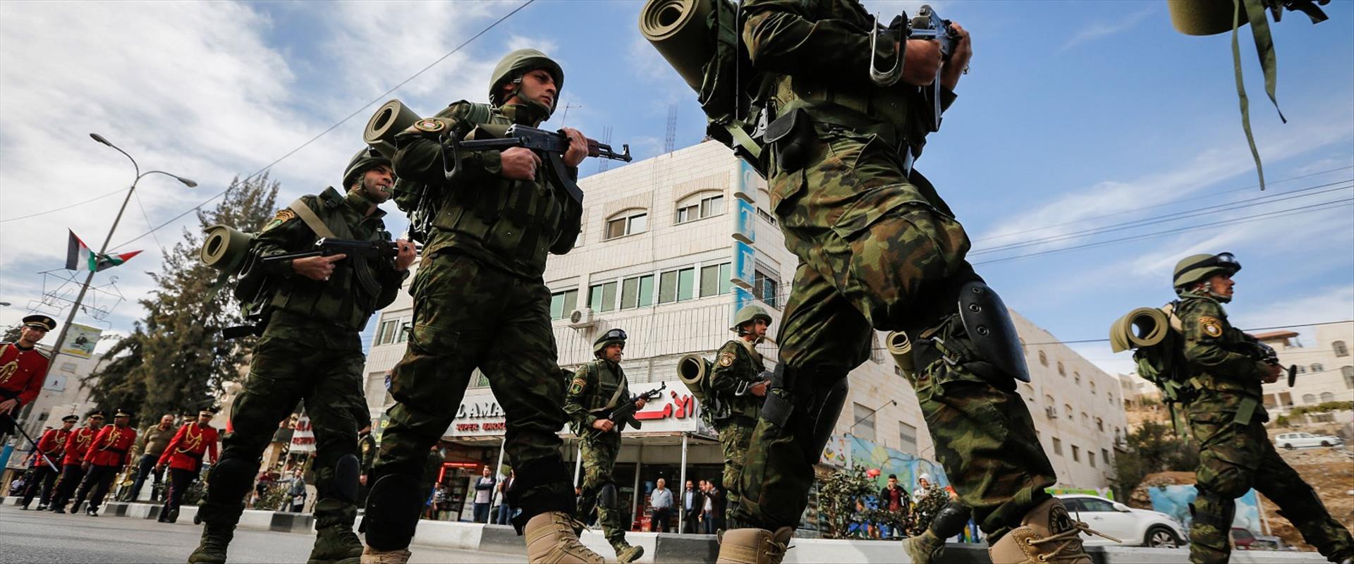 שוטרים פלסטינים בחברון, ב-2017