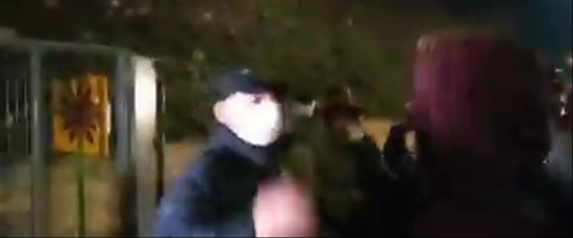 שוטר מכה מפגין בפניו בהפגנה בירושלים אתמול, 06.12