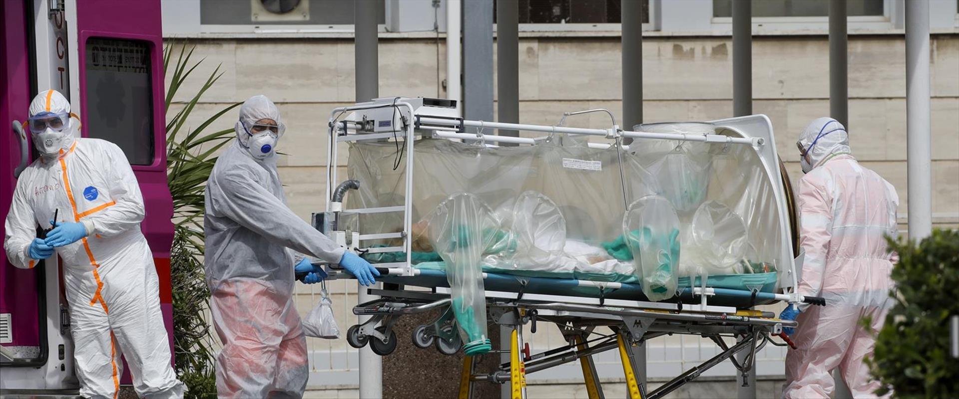חולה מועבר לבית חולים ברומא ביחידת אכלוס מבודדת, ה