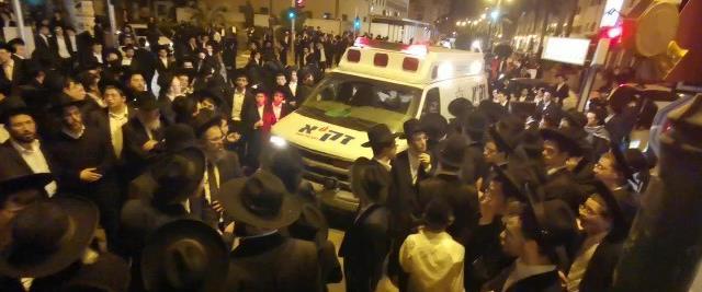 הלוויה המונית בבני ברק, למרות האיסור, 29 במארס