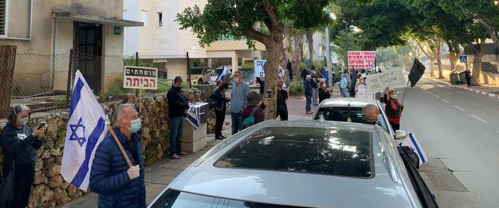 מחאות מול ביתו של אשכנזי
