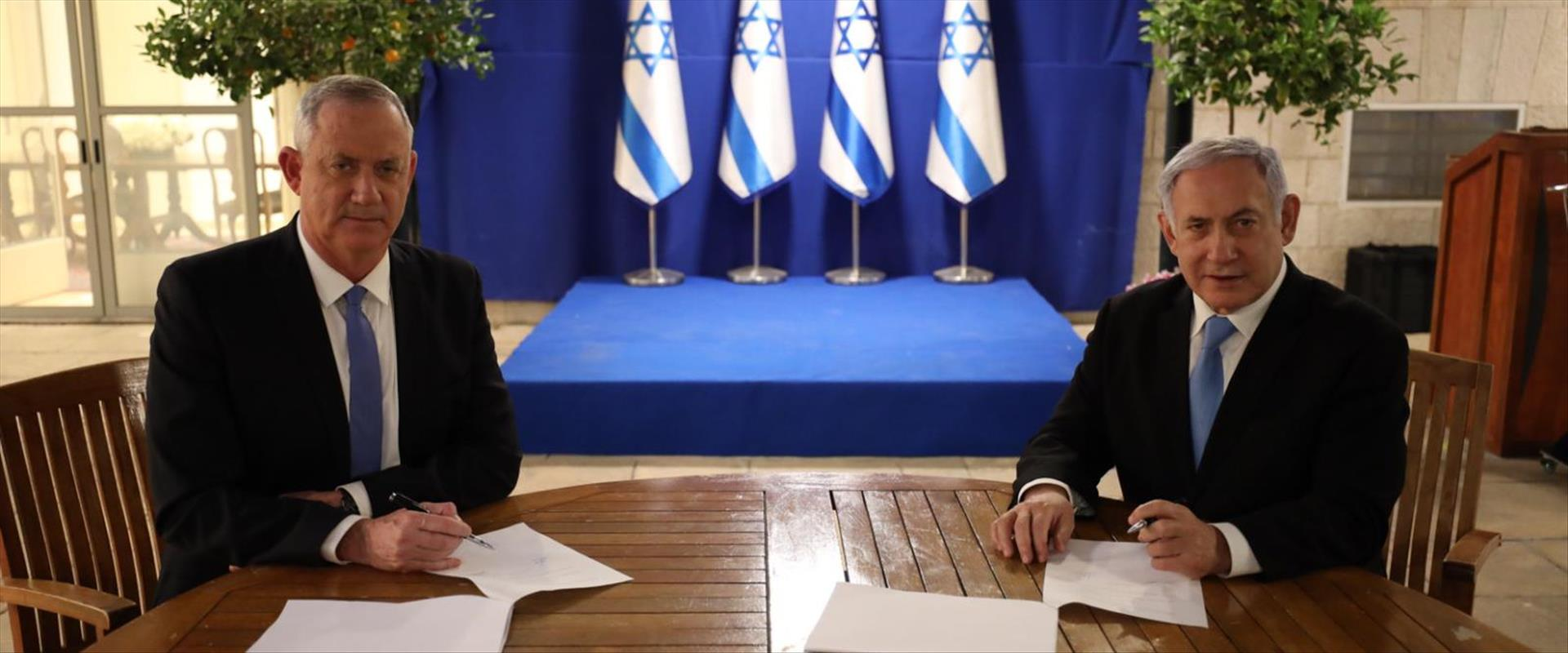 נתניהו וגנץ לאחר החתימה על ההסכם 20.4