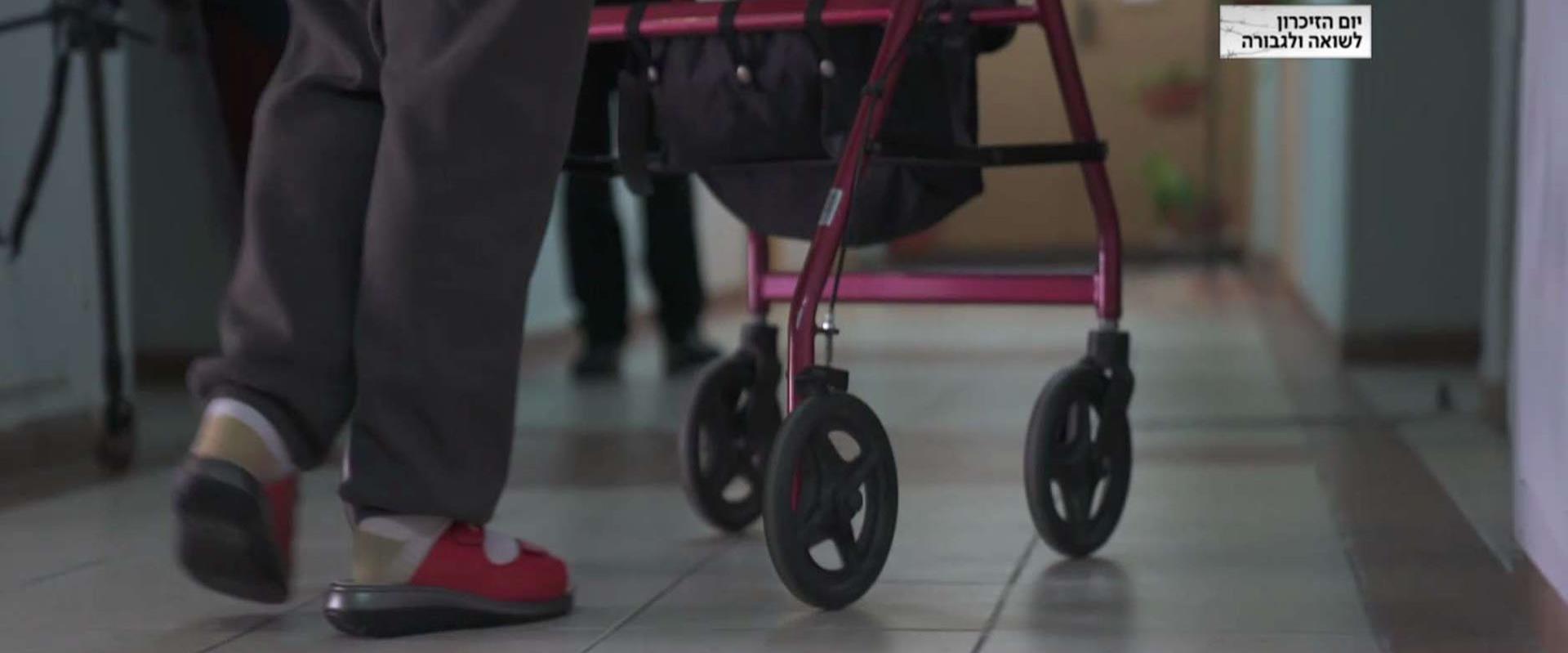 """""""ההורים שלי מבוהלים"""": מי דורש מקשישים כסף דווקא עכ"""