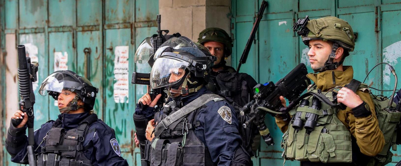 שוטרים פלסטינים וחיילים