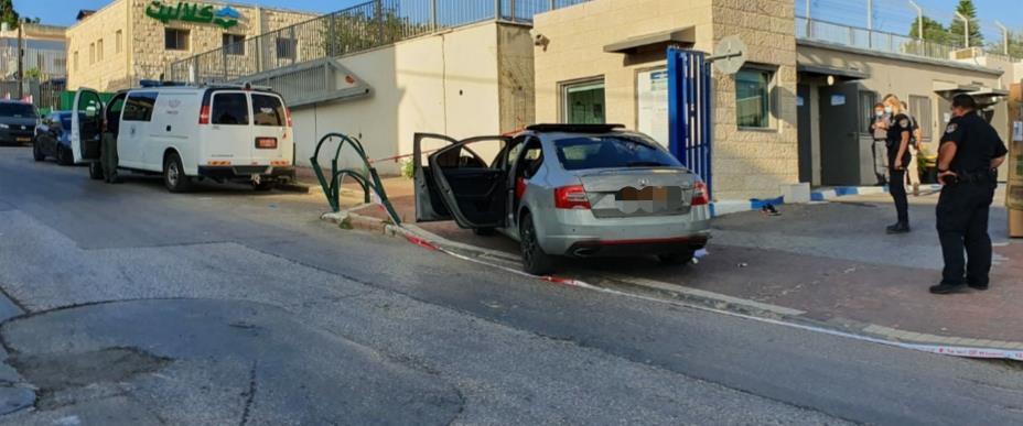 הרכב בו הגיעו הפצועים אל תחנת המשטרה