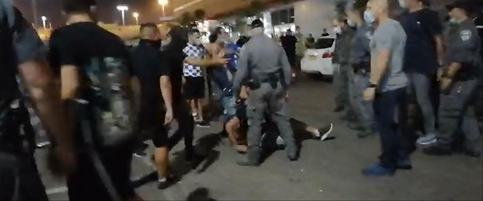 מהעימותים בין המשטרה לאוהדים