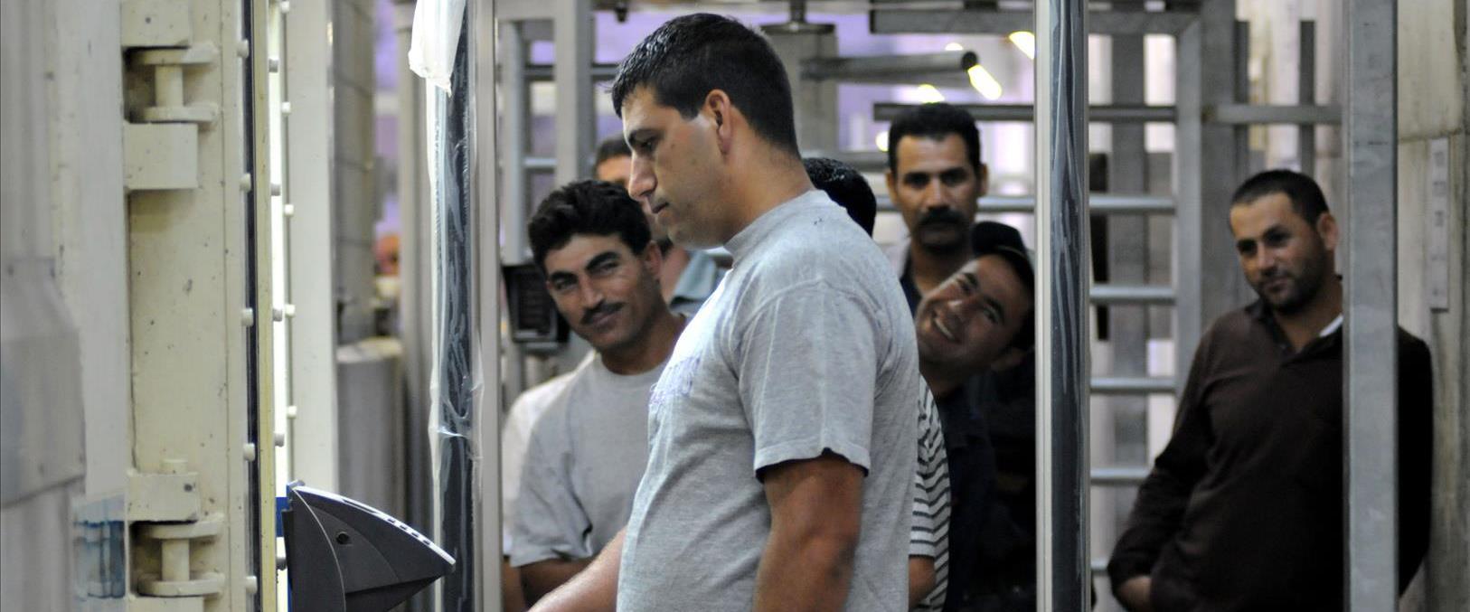 פועלים פלסטינים במעבר מכבים