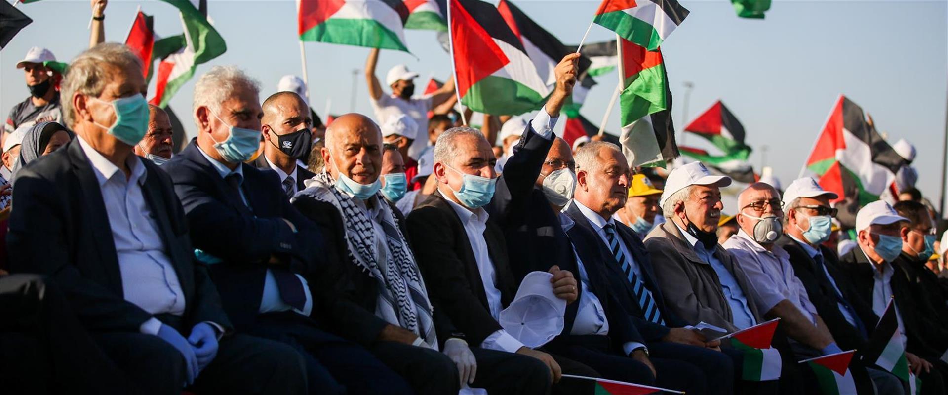 פלסטינים מפגינים נגד יזמת החלת הריבונות