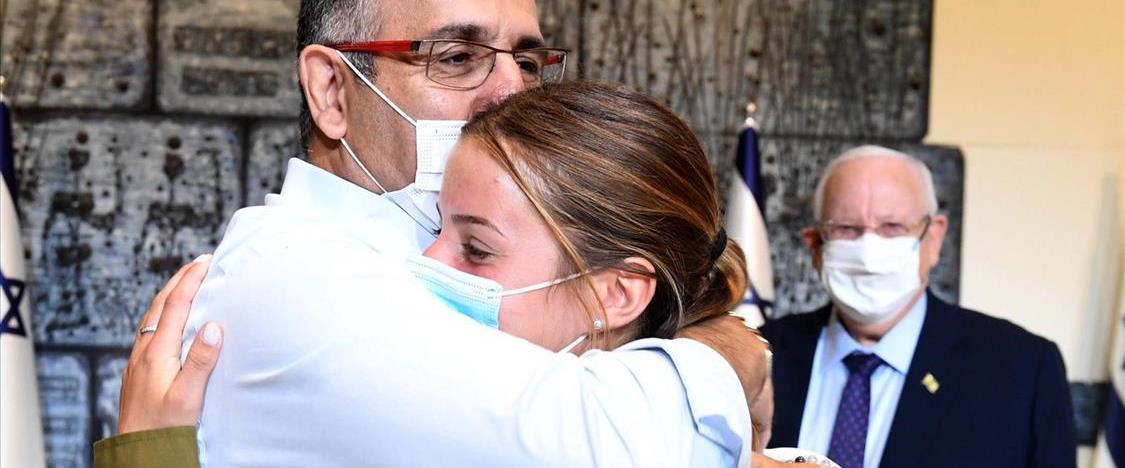 בקי ממן ואביה בפגישה בבית הנשיא