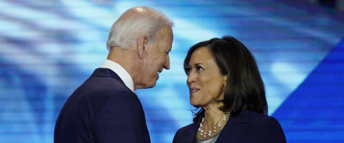 ג'ו ביידן והסנאטורית קמלה האריס