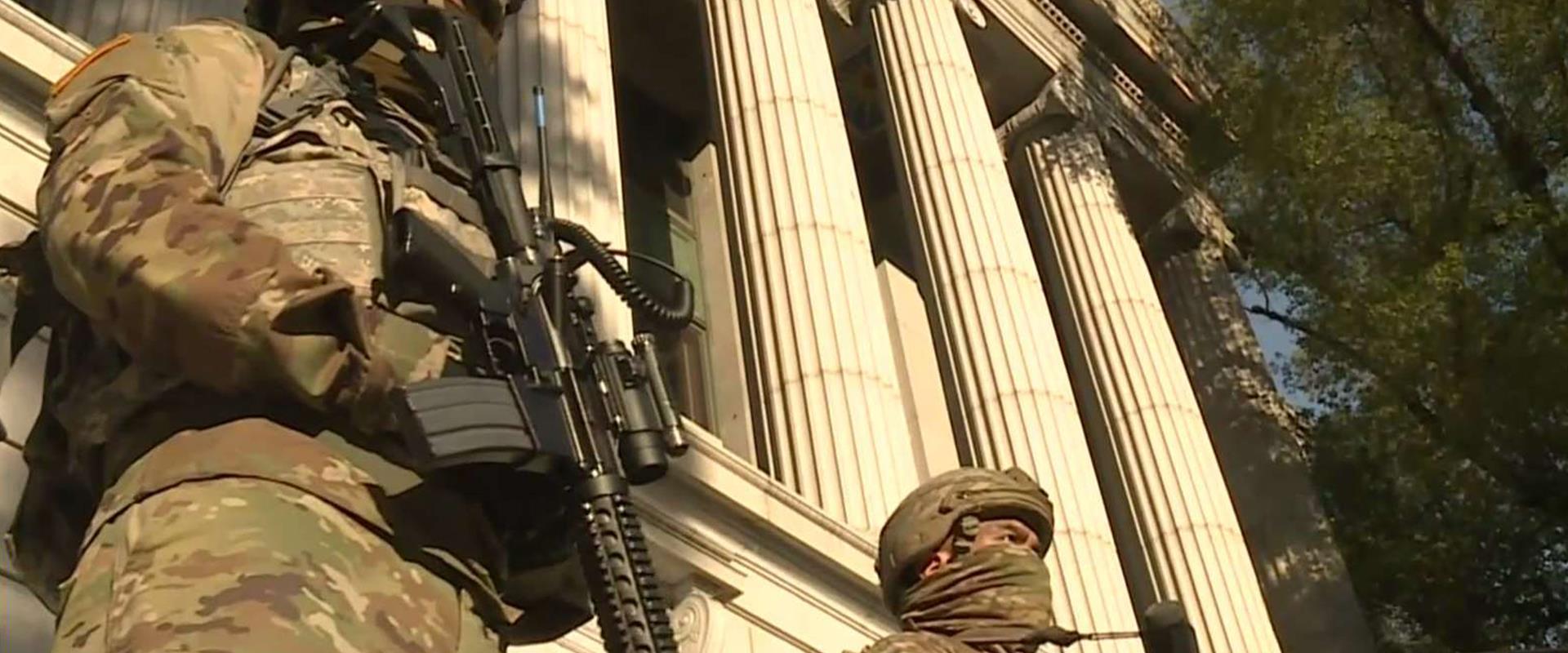 חיילים חמושים בוושינגטון