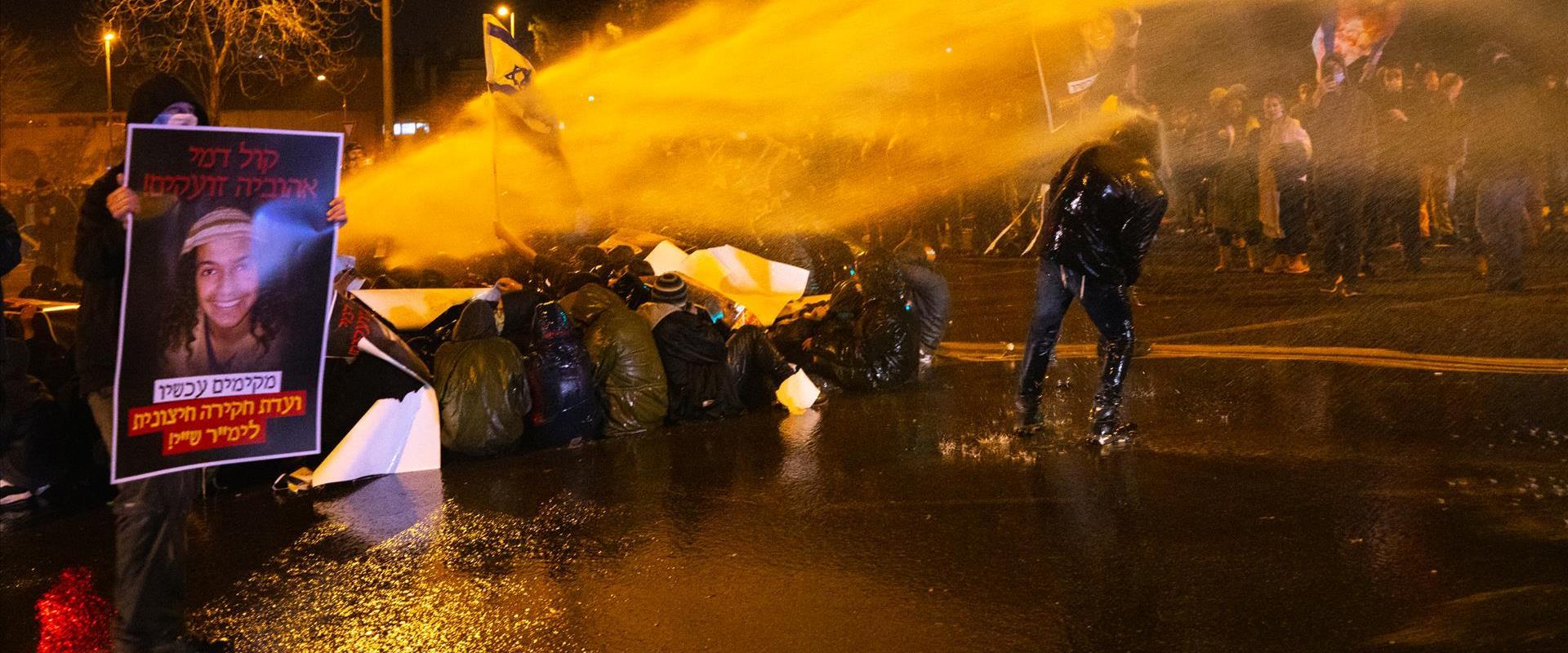 """הפגנת מחאה על מות אהוביה סנדק מול משרדי מח""""ש שלשום"""