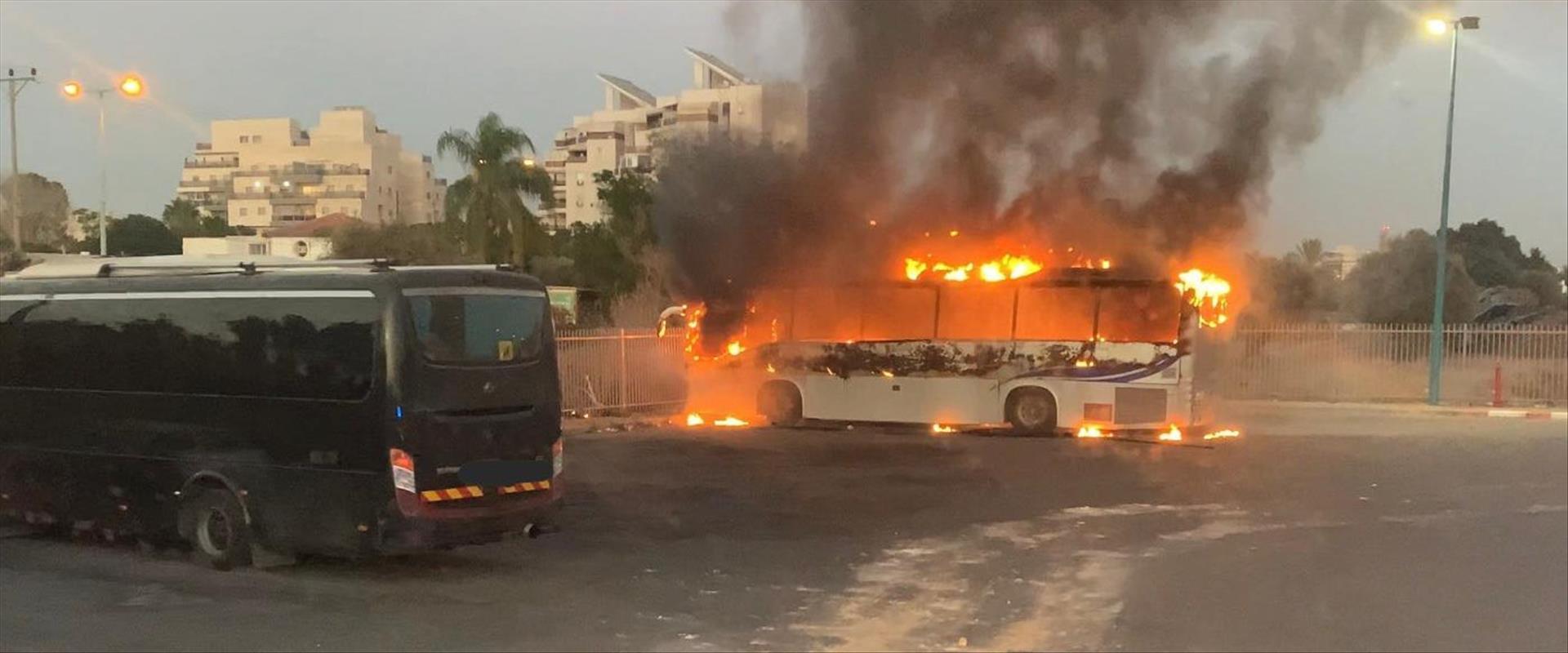 האוטובוס שהוצת