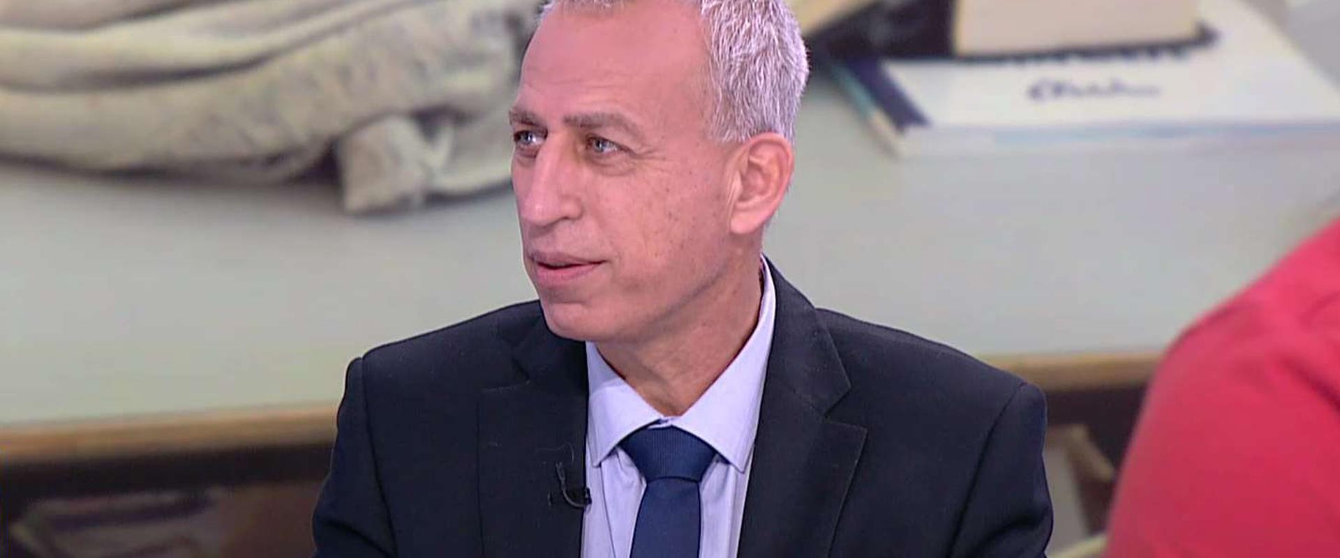 البروفيسور نحمان اش