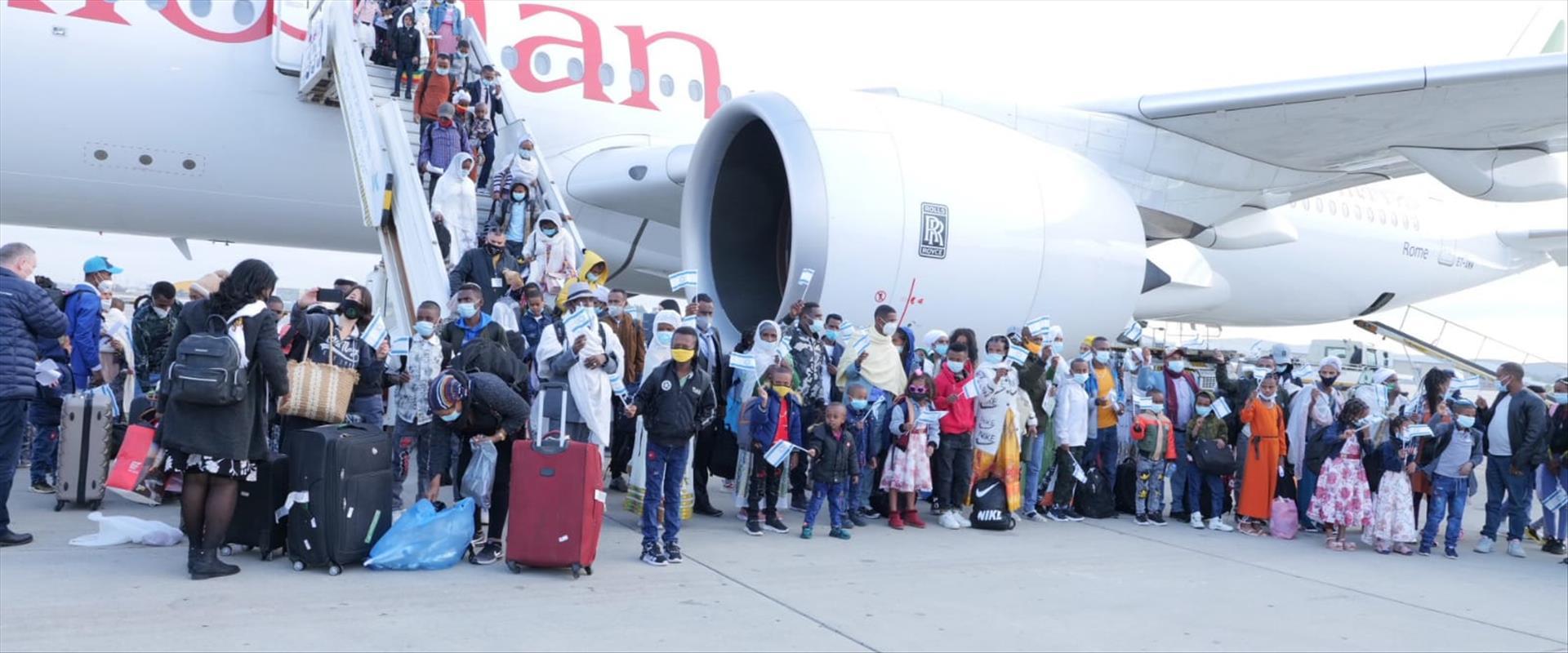 עולים מאתיופיה עם הנחיתה בישראל, 12.02.21