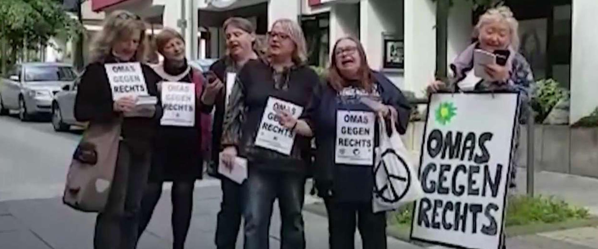 נשים מבוגרות מפגינות בגרמניה