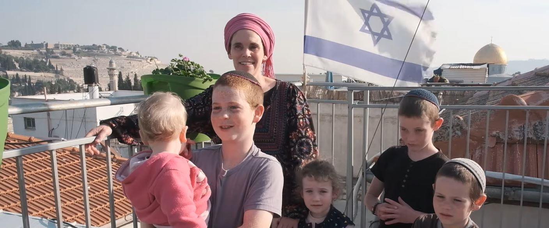 """דפנה קנדל ומשפחתה - מתוך """"דוקותיים"""""""