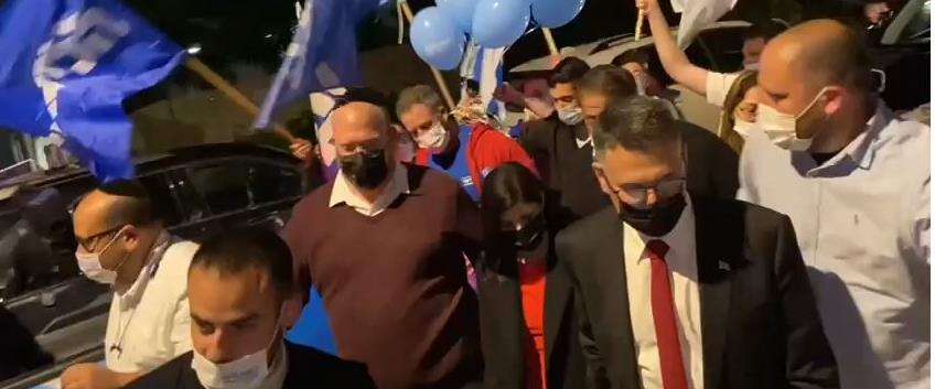 גדעון סער בכניסה לכנס של מפלגתו
