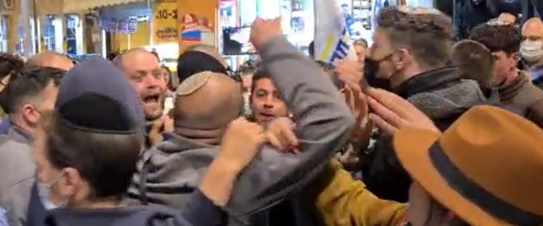 עופר ברקוביץ' בשוק מחנה יהודה בירושלים, הערב