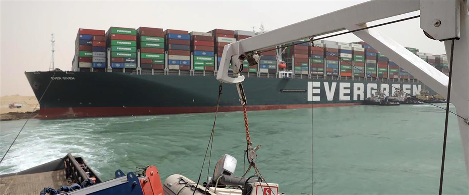 הספינה אבר גרין שחוסמת את תעלת סואץ