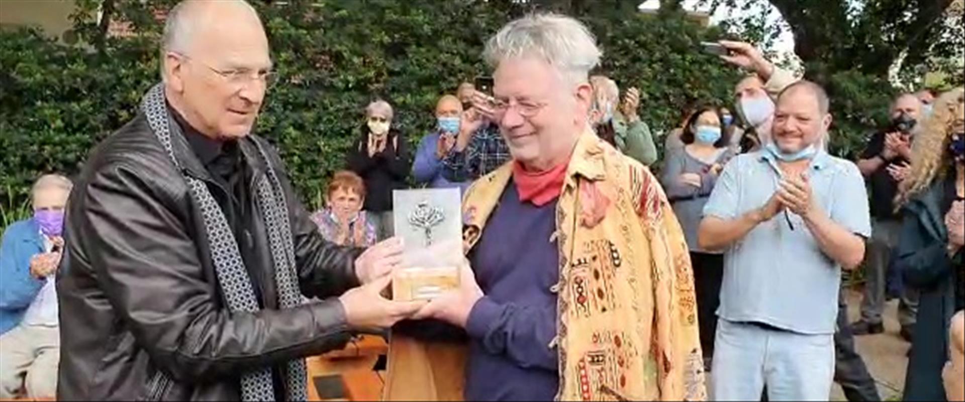 פרופ' גולדרייך עם פרופ' הראל בטקס האלטרנטיבי