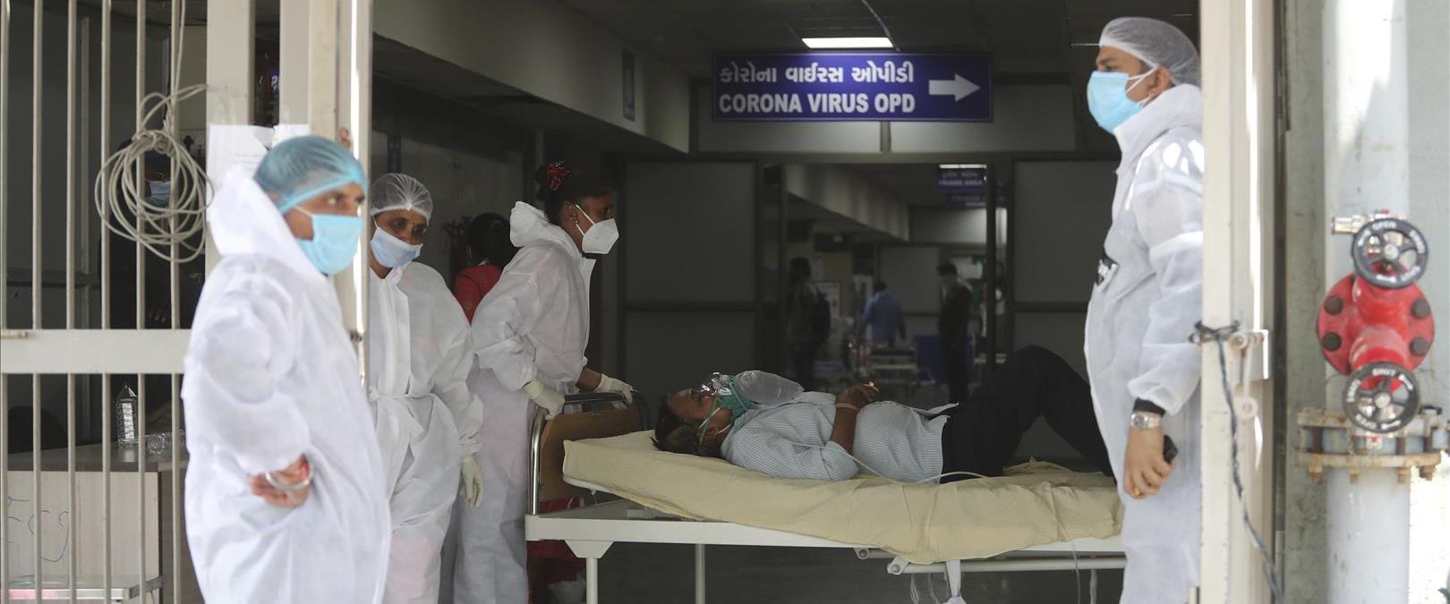 פינוי חולה קורונה לבית חולים בהודו