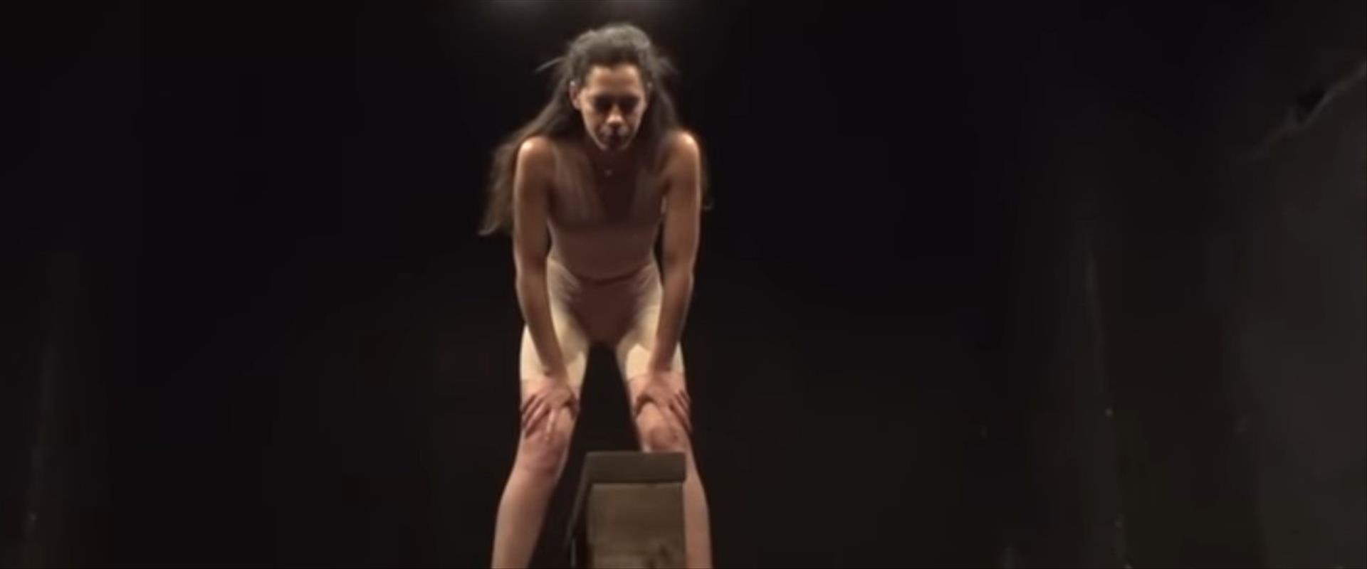 מעין קילצ'בסקי בהצגה