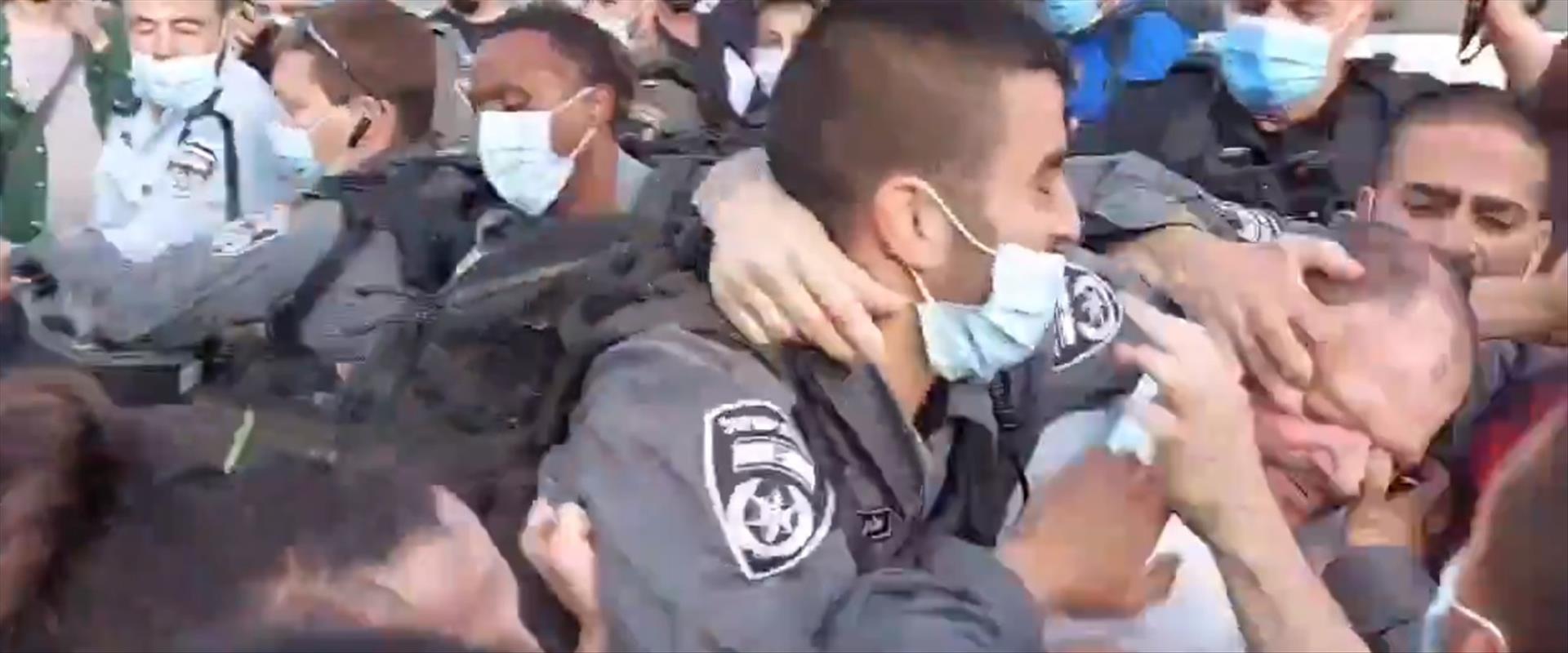 תקיפת עופר כסיף על ידי שוטרים, שלשום