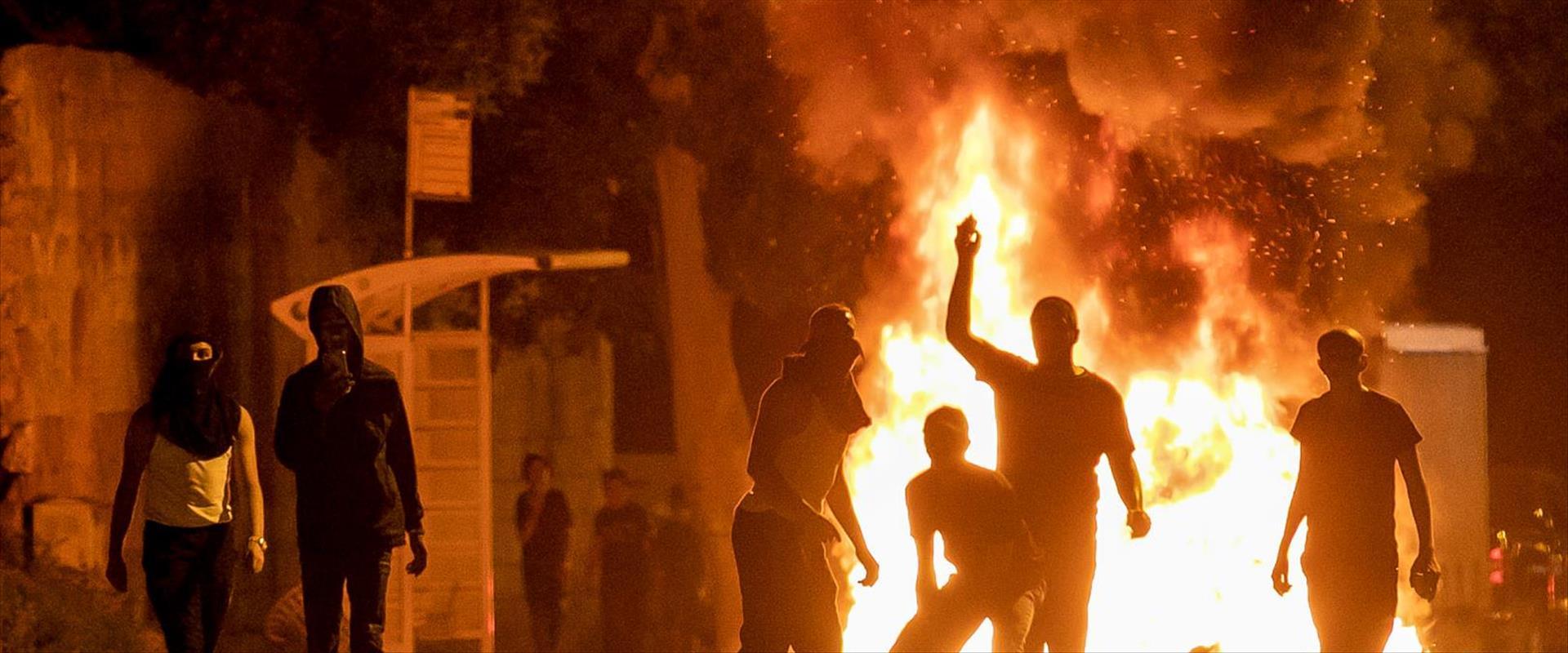 أعمال شغب وعنف خلال عملية حامي الأسوار