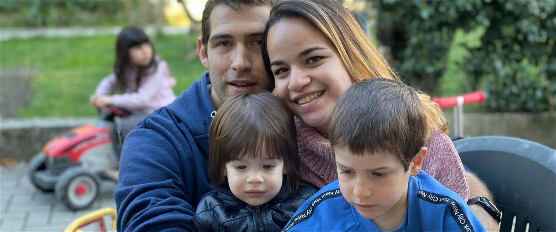 איתן בירן, עם הוריו ואחיו שנהרגו באסון