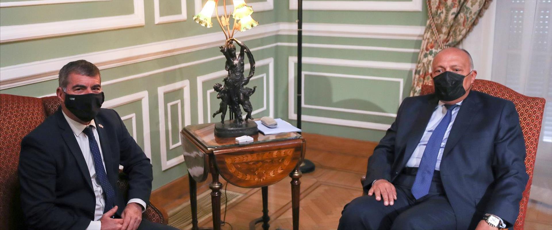 שר החוץ המצרי שוכרי והשר אשכנזי בקהיר, היום